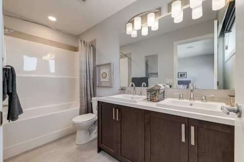 Langley Ensuite Bath In Chinook Gate