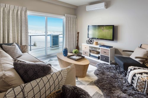 Great Room In Kingston Condo Regatta Auburn Bay